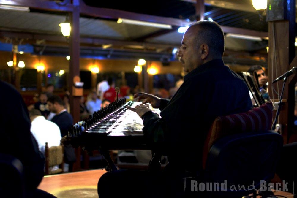 Musiker während eines Auftritts in Istanbul, Streetfotografie