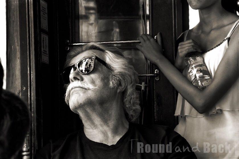 Älterer Mann in der Tram in Istanbul, Streetfotografie