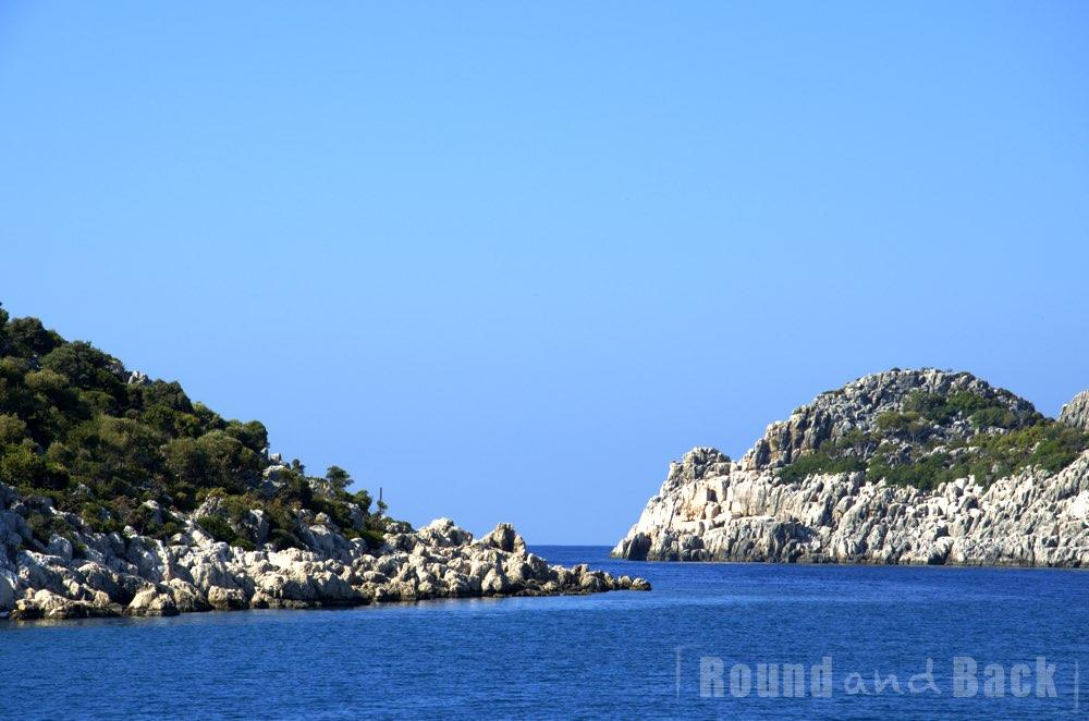 Aufnahme aus einer kleinen Bucht heraus, aufgenommen in der Türkei, nähe Kash
