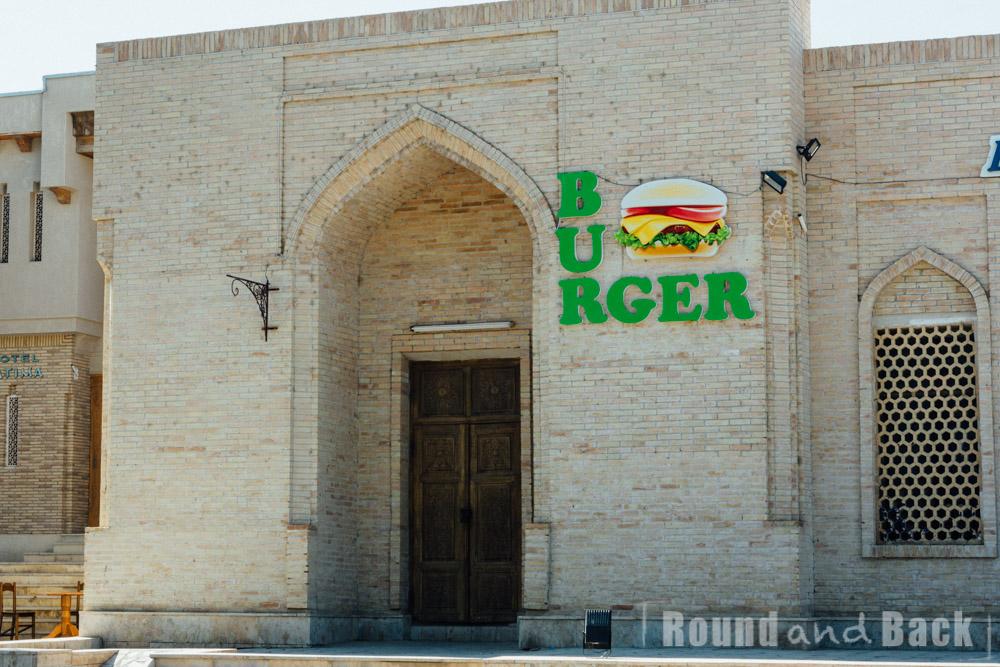 Foto eines Burgerladens in Bukhara, Usbekistan