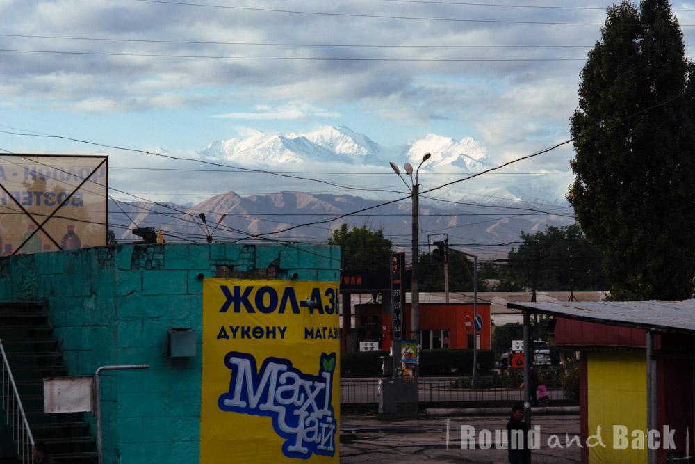 Stadt Bishkek, Kirgistan, mit den Ala-Archer Bergen im Hintergrund