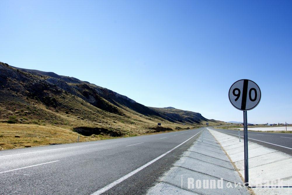Highway auf der Höhe des Salzsee Tuz Gölü in der Türkei